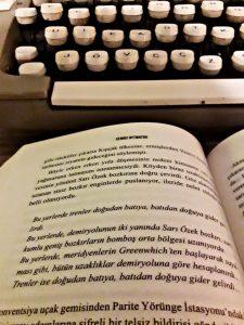 Gün Olur Asra Bedel kitabında Aymatov, verdiği ince mesajlar ile adeta okuyucuyu kitap boyunca bir düşünceye hazırlamıştır.