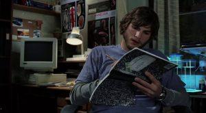 Kelebek etkisi filmi konusu itibariyle çocukluk dönemi hayli sıkıntılı geçen Evan'ın yaşantısına odaklanır.