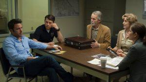 Fincher, Gone Girl filmi ile sinemaseverlerin karşısına bir kez daha geçmiş ve hayli alkış almıştır.