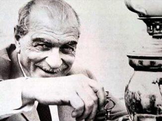 Türk Edebiyatı'na birçok önemli eser bırakan Kemal Tahir, Esir Şehrin İnsanları üçlmesi ile adından hayli söz ettirmiştir.