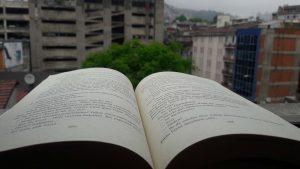 Esir Şehrin İnsanları üçlemesinin ilk kitabı, seri içerisinde en çok ilgi çeken roman olmuştur.