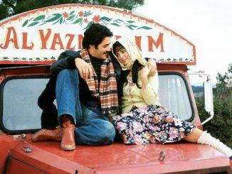 En iyi yeşilçam filmleri arasında gösterilen Selvi Boylum Al Yazmalım filminden bir kesit.