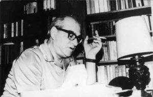 Kemal Tahir eserleri hiç şüphesiz her Türk gencinin vakit kaybetmeden okuması gereken yapıtlardır.