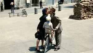 Hayat Güzeldir filmi, 2. Dünya Savaşı'nın parçaladığı yaşamların beyaz perdeye aktarılmış halidir.