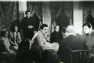 Gurbet Kuşları, Cüneyt Arkın'ın Yeşilçam'daki ilk filmi olma özelliğini taşır.