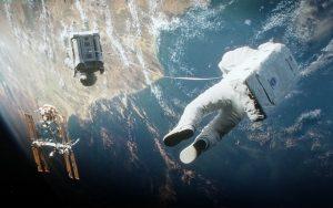 Gravity, hayatta kalma mücadelesi filmleri içerisinde konusu ve efektleri ile öne çıkar.