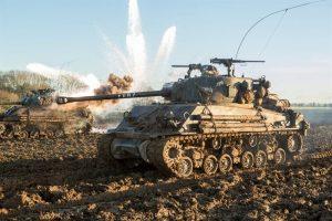 Fury konusu itibariyle bir tank ekibinin zorlu görevine odaklanır.