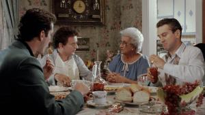 Goodfellas filmi konusu itibariyle ganster 3 arkadaşın çalkantılı yaşamına odaklanır.