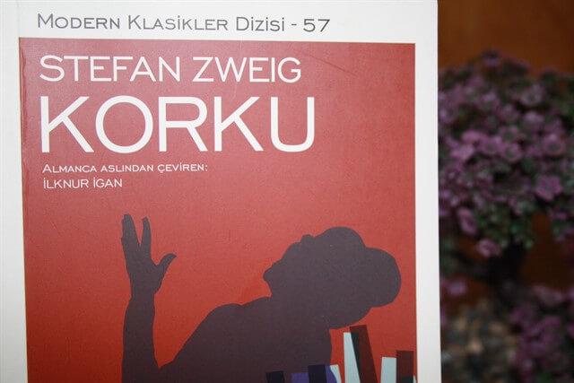 Stefan Zweig'in kaleminden çıkan Korku romanı, karakterler üzerindeki psikolojik tahlili ile ön plana çıkar.